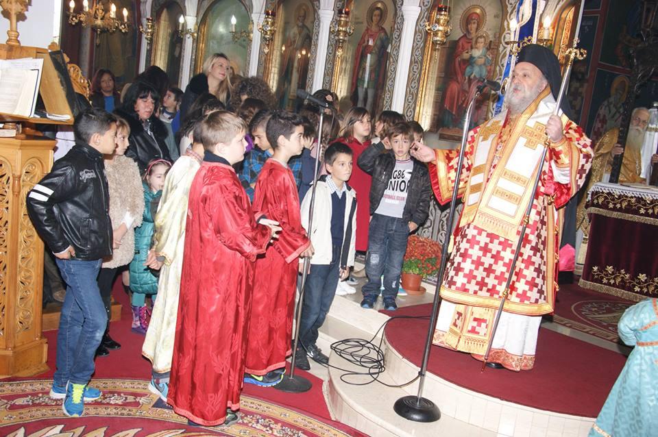 Θεία Λειτουργία τέλεσε στον Ιερό Ναό Αγίου Γεωργίου στο Βαρόσι ο Μητροπολίτης Γρεβενών κ. Δαβίδ (Φωτορεπορτάζ)