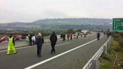Τραγωδία με τρεις νεκρούς στην Εγνατία οδό, στο ύψος της Κοζάνης- Αυτοκίνητο σφηνώθηκε κάτω από νταλίκα!
