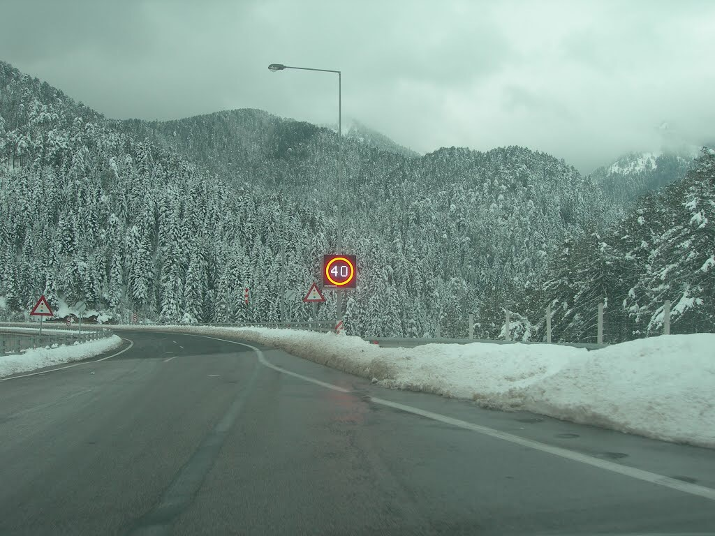 Ατύχημα στα διόδια Πολυμύλου λόγω έντονης ομίχλης και χιονόπτωσης