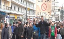 Μεγάλη πορεία στα Γρεβενά της μαθητιώσας νεολαίας ενάντια στην σχολική βία (video)