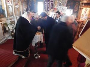 Οι κάτοικοι του Μεγάρου υποδέχθηκαν σήμερα Δευτέρα με ιδιαίτερη θρησκευτική ευλάβεια τον Μητροπολίτη Γρεβενών κ.κ Δαβίδ (φωτογραφίες)