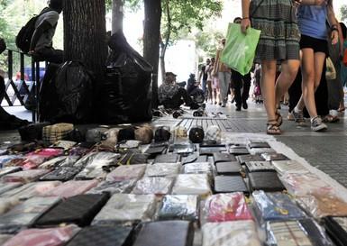 Στην παγίδα των προϊόντων μαϊμού πέφτουν και οι Γρεβενιώτες που ψωνίζουν στην Θεσσαλονίκη-Κατασχέθηκαν 3.000 προϊόντα παρεμπορίου