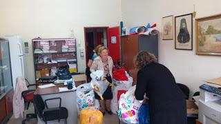 Τρόφιμα και ρούχα για τους πρόσφυγες από το 4ο Δημοτικό Σχολείο Γρεβενών (φωτογραφίες)