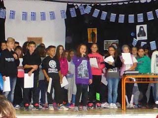 """Τα """"ΕΛΕΥΘΕΡΙΑ ΤΩΝ ΓΡΕΒΕΝΩΝ"""" γιορτάστηκαν στο 4ο Δημοτικό Σχολείο Γρεβενών (φωτογραφίες)"""