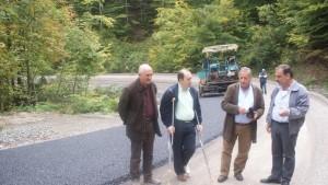 Σε εξέλιξη η κατασκευή του δρόμου Πεύκο-Λιανοτόπι. Επιτόπια επίσκεψη του Αντιπεριφερειάρχη Καστοριάς