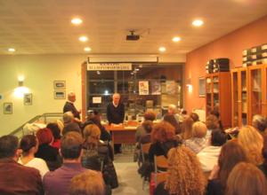 Ο Αλέξης Κωστάλας ανέγνωσε κείμενα του Κώστα Γκοτζαμάνη στη Βιβλιοθήκη Γρεβενών