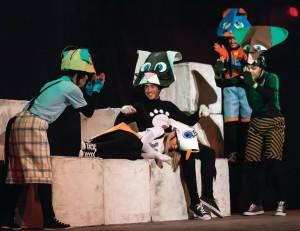 Η θεατρική παράσταση «Η ΙΣΤΟΡΙΑ ΤΟΥ ΓΑΤΟΥ ΠΟΥ ΕΜΑΘΕ Σ' ΕΝΑ ΓΛΑΡΟ ΝΑ ΠΕΤΑΕΙ» στο Κέντρο Πολιτισμού Γρεβενών