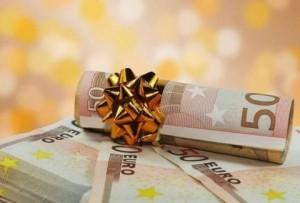 Δώρο Χριστουγέννων 2018: Πότε πρέπει να καταβληθεί – Πώς υπολογίζεται