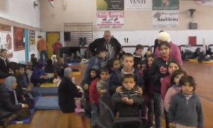 Γρεβενά: Πολίτες και τοπικές αρχές βοηθάνε τους πρόσφυγες (βίντεο)