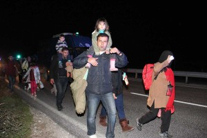 40 πρόσφυγες έρχονται με τα πόδια από τα Τρίκαλα στα Γρεβενά (βίντεο & φωτογραφίες)