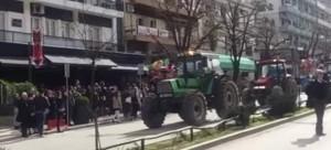 Οι αγρότες έκαναν παρέλαση με τα τρακτέρ στα Ιωάννινα [βίντεο]