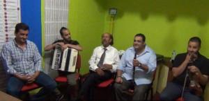 """Στην εκπομπή """"Η ΔΗΜΟΤΙΚΗ ΜΑΣ ΠΑΡΑΔΟΣΗ"""" στο Ράδιο Γρεβενά 101,5 live η δημοτική ορχήστρα του Μιχάλη Παναγούλα"""