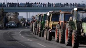 Στους δρόμους, στην καρδιά του καλοκαιριού, ξαναβγαίνουν οι αγρότες