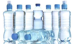 Προσοχή: ΑΥΤΟ ΠΡΕΠΕΙ να κοιτάτε στα πλαστικά μπουκάλια νερού…