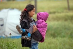 """Δημοτικό στα Γρεβενά """"συντόνισε"""" 90 σχολεία της Ευρώπης προς συλλογή ρούχων και παιχνιδιών για τους πρόσφυγες που φιλοξενούνται σε ξενοδοχεία στα ορεινά Γρεβενά"""