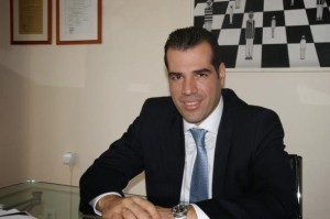 Σε κρίσιμη κατάσταση νοσηλεύεται ο δικηγόρος Θανάσης Πλεύρης. Από την οικογένεια Λύτρα της Αβδέλλας η καταγωγή του.