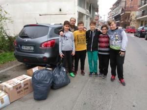 Χειμωνιάτικα ρούχα, σχολικά είδη και παιχνίδια για τους πρόσφυγες από την ΣΤ τάξη του 2ου δημοτικού σχολείου Γρεβενών