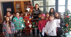 Η Δ' τάξη του 6ου  Δημοτικού σχολείου Γρεβενών στη Δημόσια Βιβλιοθήκη