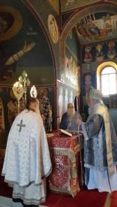 Στον Ιερό Ναό Αγίου Αθανασίου στον Έλατο Γρεβενών λειτούργησε  την Κυριακή ο Μητροπολίτης (φωτογραφίες)