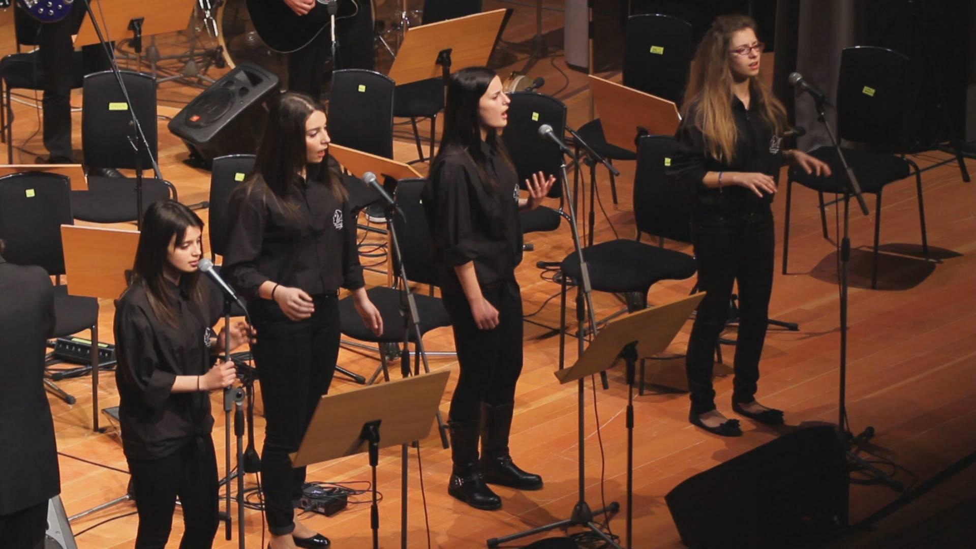 Τα Δημοτικά της Κοζάνης τραγουδούν – Χορωδιακό Εργαστήρι από το Μουσικό Σχολείο Σιάτιστας
