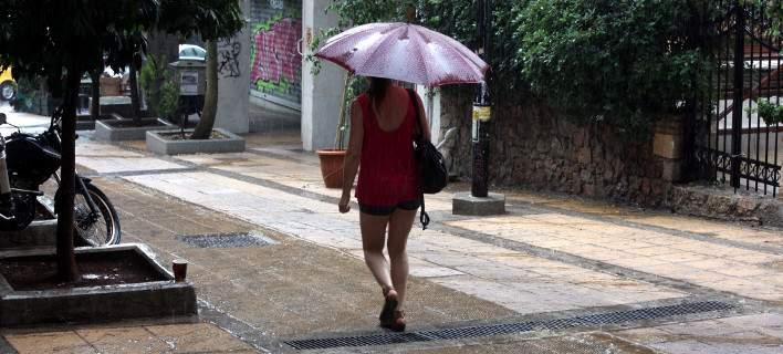 Σαρώνει η κακοκαιρία: Ισχυρές καταιγίδες και προβλήματα – Πτώση θερμοκρασίας κατά 15 βαθμούς
