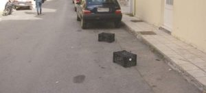 Σκαμπό, καρέκλες και λάστιχα τέλος σε θέσεις πάρκινγκ -Έρχονται πρόστιμα «φωτιά» 400 ευρώ