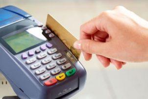 Οι Έλληνες πληρώνουν με κάρτες ακόμη και για μικροποσά