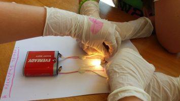 Τα σημεία επαφής στον ηλεκτρισμό και η κατασκευή ηλεκτρικών κυκλωμάτων,άλλη μια δράση της ΔΗ.ΚΕ.ΒΙ. Γρεβενών