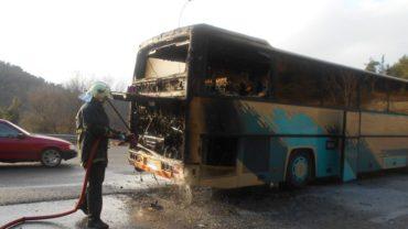 Φωτιά σε διώροφο λεωφορείο του ΚΤΕΛ στην Εγνατία έξω από τη Σιάτιστα!
