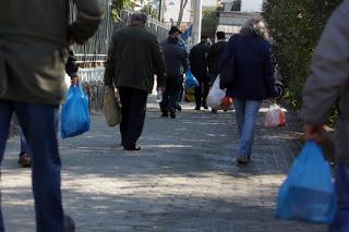 Μπήκε τέλος στις πλαστικές σακούλες – Που θα δίνονται δωρεάν – Πόσο θα χρεώνονται από την πρωτοχρονιά του 2018