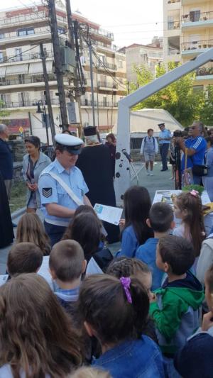 Ενημερωτικά φυλλάδια τροχαίας διανεμήθηκαν σήμερα από τροχονόμους, σε γονείς και μαθητές Δημοτικών Σχολείων στην Δυτική Μακεδονία (φωτογραφίες)