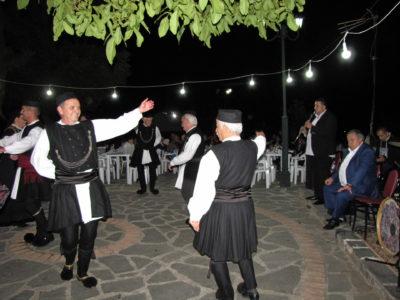 Το χορευτικό του συλλόγου Γρεβενιωτών Κοζάνης στο Ελεύθερο Α΄Γρεβενών