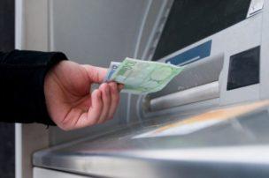 Στα ΑΤΜ τα χρήματα του ΟΠΕΚΑ για ΚΕΑ και επίδομα ενοικίου
