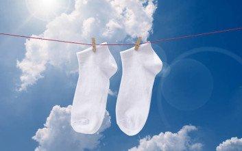 Πώς να κάνετε τις λευκές σας κάλτσες σαν καινούριες