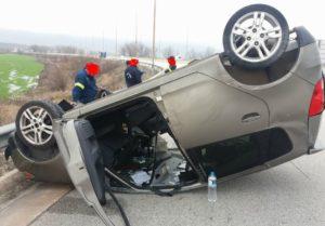 Πτολεμαΐδα: IΧ αυτοκίνητο «τούμπαρε» στην πρώτη έξοδο, στο ύψος του κόμβου της ΑΕΒΑΛ (Φωτογραφίες)