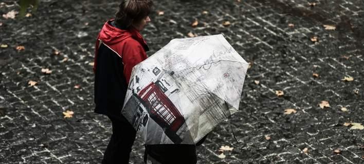 Αλλάζει ο καιρός τη Δευτέρα: Βροχές, καταιγίδες και πτώση της θερμοκρασίας