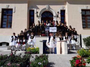 Σε παιδικό φεστιβάλ παραδοσιακών χορών συμμετείχε το αντίστοιχο τμήμα του Συλλόγου Πίνδος (φωτογραφίες)