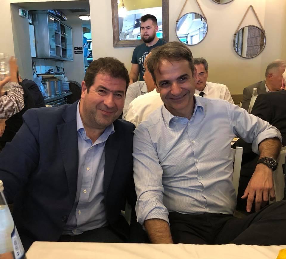 Ο πρόεδρος της Νέας Δημοκρατίας Κυριάκος Μητσοτάκης με το μέλος της Κεντρικής Επιτροπής Αθανάσιο Σταυρόπουλο