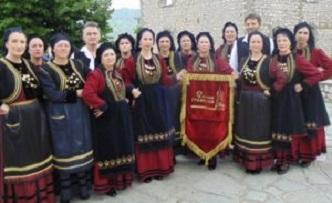 Eτήσια παράστασητων χορευτικών ομάδωντου Τμήματος Παραδοσιακών Χορών Δήμου Γρεβενών σήμερα το βράδυ