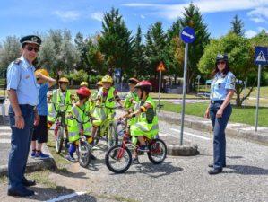 Δράσεις κυκλοφοριακής αγωγής με θέμα «Στη ζωή με ποδήλατο» πραγματοποιήθηκαν από το Τμήμα Τροχαίας Καστοριάς στο πάρκο κυκλοφοριακής αγωγής του Δήμου Καστοριάς