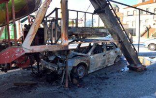Τρόμος σε λούνα παρκ στην Κοζάνη -Αυτοκίνητο «καρφώθηκε» σε παιχνίδι (Φωτογραφίες)