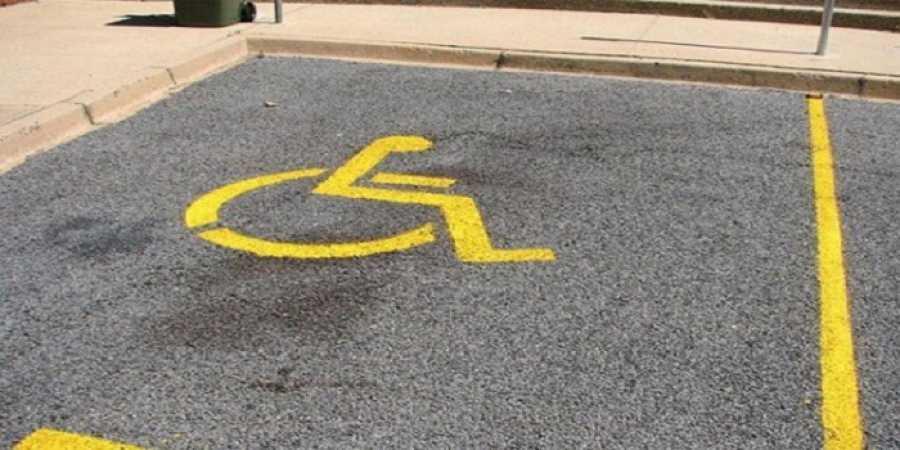 Θέσεις στάθμευσης ΑΜΕΑ στο υπόγειο parking του Διοικητηρίου της Π.Ε. Γρεβενών