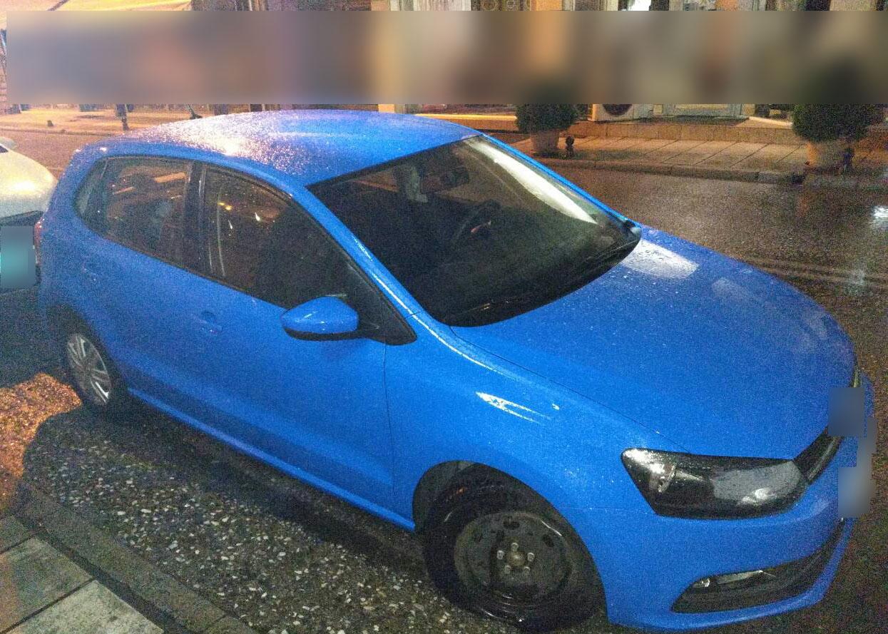 Καστοριά: Τους κυνηγούσαν οι αστυνομικοί κι αυτοί πετούσαν τα ναρκωτικά στο δρόμο – Τρεις συλλήψεις (φωτο)