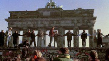Πώς έπεσε το Τείχος του Βερολίνου- Σαν σήμερα, το 1989, η πτώση του «υπαρκτού σοσιαλισμού»