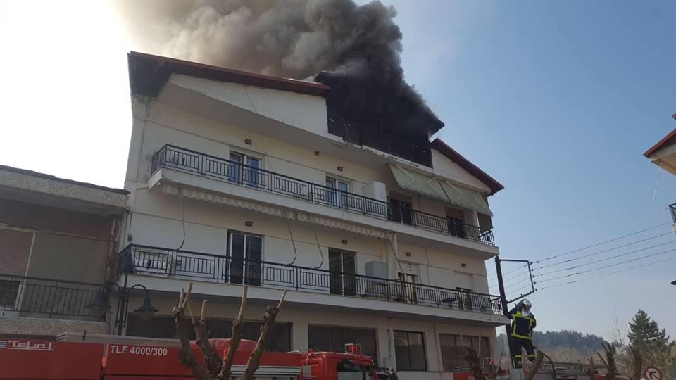 Γρεβενά: Βίντεο από την πυρκαγιά σε οικία στην πλατεία Μερά