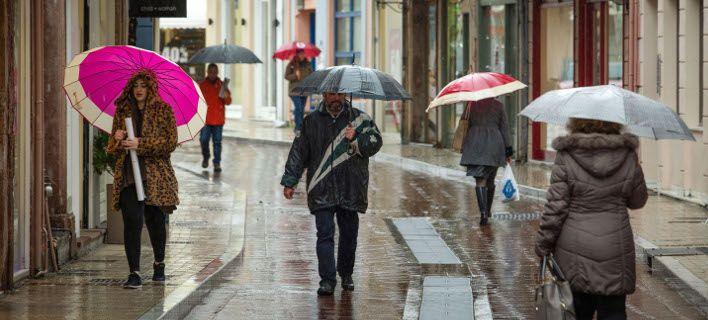 Χειμώνας ξανά από Τρίτη: Βροχές, καταιγίδες και αισθητή πτώση της θερμοκρασίας