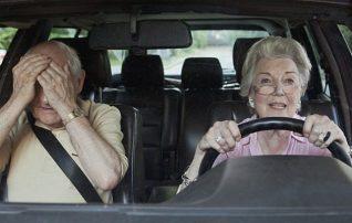 «Χαράτσι» για τους ηλικιωμένους οδηγούς που θέλουν να ανανεώσουν το δίπλωμα