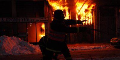 Κοζάνη: Νεαροί έσωσαν ηλικιωμένη από φλεγόμενο σπίτι