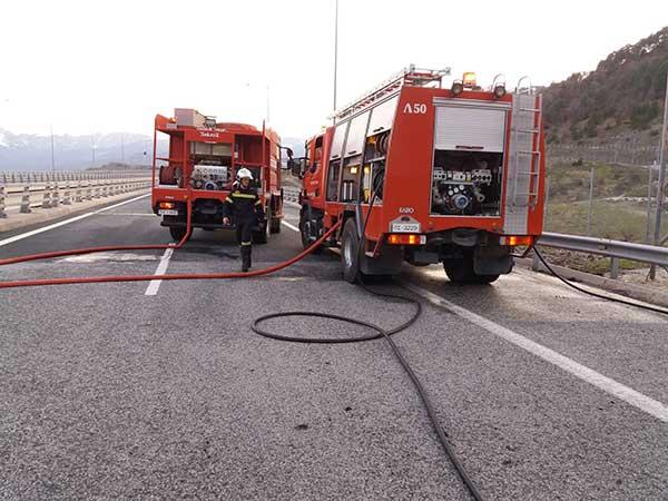 Φορτηγό επί της Εγνατίας Οδού τυλίχθηκε στις φλόγες