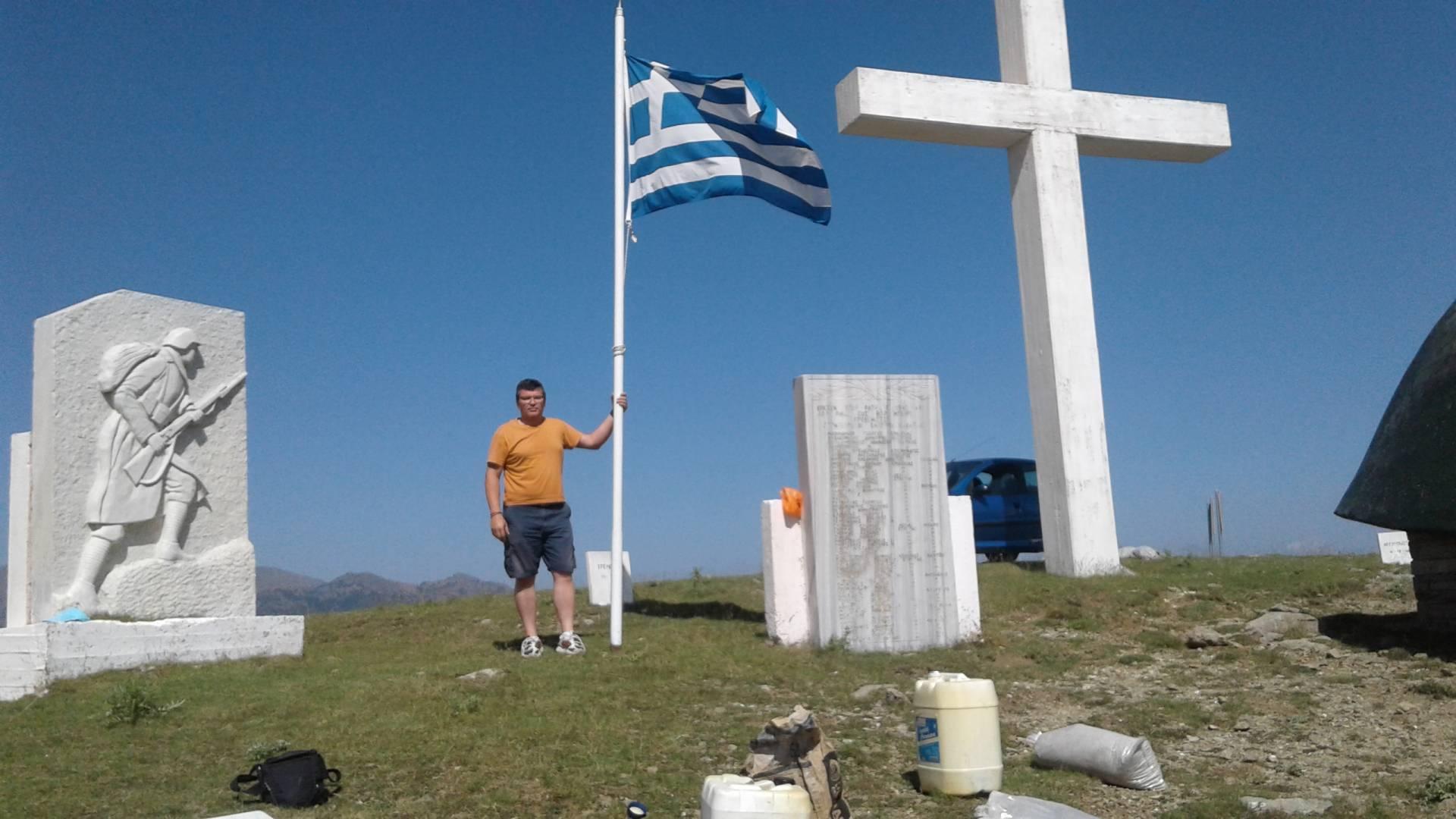 Έπαρση Ελληνικής Σημαίας στο Μνημείο Πεσόντων Οπλιτώνκαι Αξ/κωνΓρεβενών 1940-41 στο όρος Αννίστα